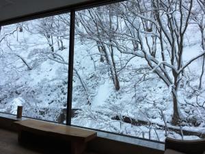 水墨画の様な雪景色